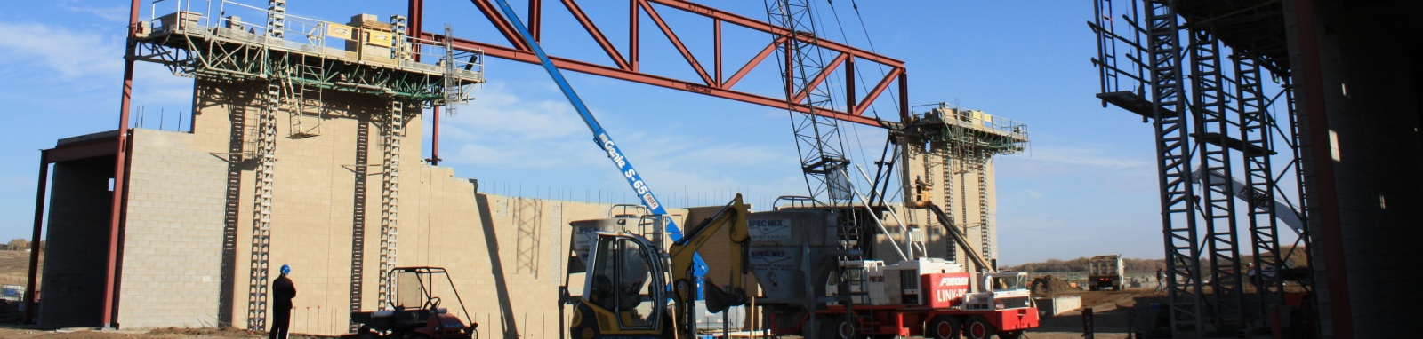 Pentagon_-girder_truss_erection